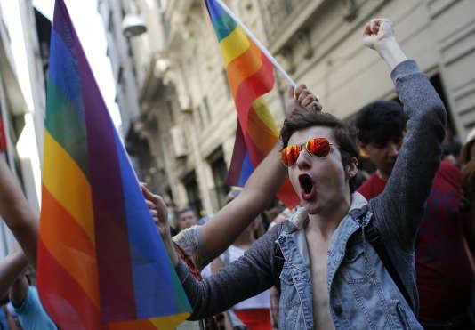 Marche des fiertés dimanche malgré l'interdiction des autorités — Istanbul
