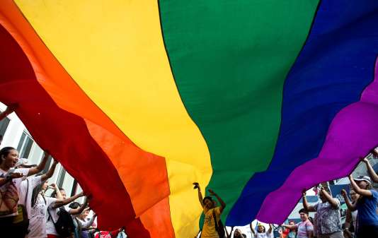 Le drapeau de la communauté LGBT (lesbienne, gay, bisexuelle et transgenre)