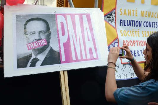 Une pancarte lors de la marche des fiertés, le 28 juin 2014.