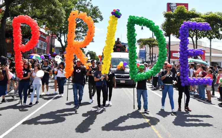 A San Jose, en Californie (comme à Los Angeles), les chars ont laissé place aux marcheurs dimanche 25 juin.