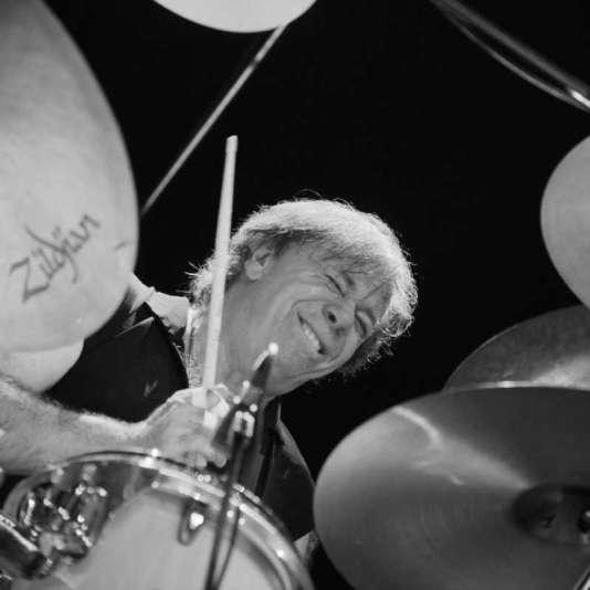 Christian Vander, batteur, compositeur, pianiste et chanteur, qui mène le groupe Magma depuis 1969.