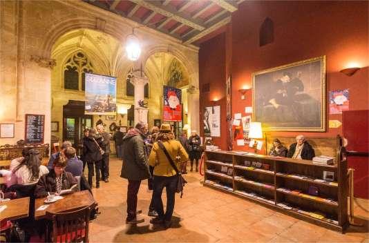 Le hall d'entrée du cinéma Utopia à Bordeaux.