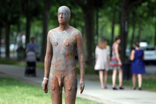 Une des seize statues anthropomorphiques d'Antony Gormley disséminées dans Bordeaux, dans le cadre de la saison culturelle « Paysages».