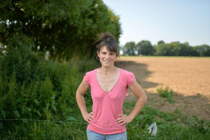 Sandrine Le Feur, députée La République en marche du Finistère, dans sa ferme de Pleyber-Christ (Finistère), le 20 juin.