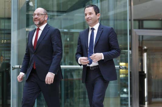 Le chef du SPD allemand Martin Schultz, à gauche, et Benoît Hamon, candidat socialiste à l'élection présidentielle française 2017, à Berlin, le 28 mars.