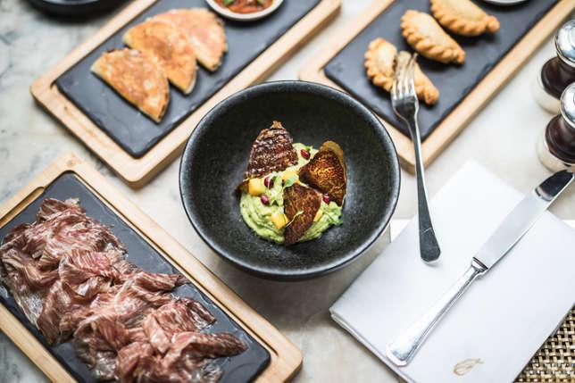 Le restaurant argentin enchante par sa viande savoureuse, son guacamole ou ses empanadas.