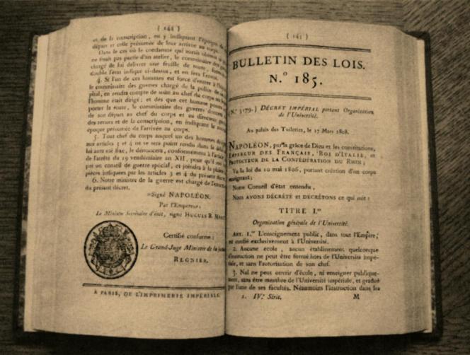 Texte fondateur du 17 mars 1808, à l'origine de la création du baccalauréat.