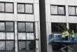 Le contrôle d'un des 600 immeubles d'habitation du Royaume-Uni (ici à Salford), le 26 juin.