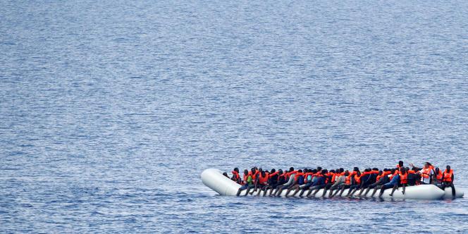 Des migrants au large des côtes libyennes, le 18 juin 2017.