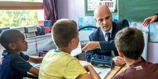 Jean-Michel Blanquer, ministre de l'éducation nationale, dans une école primaire de Tourcoing (Nord), le 26 juin.