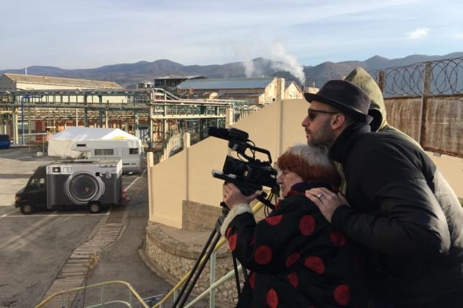 Agnès Varda et JR sur le tournage du documentaire français,«Visages Villages».