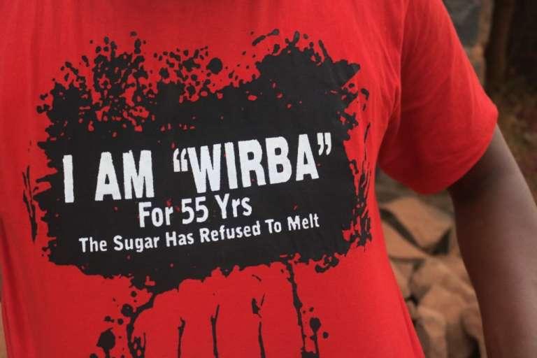 Le tee-shirt de Mancho Bibxy en référence au député anglophone Joseph Wirba.