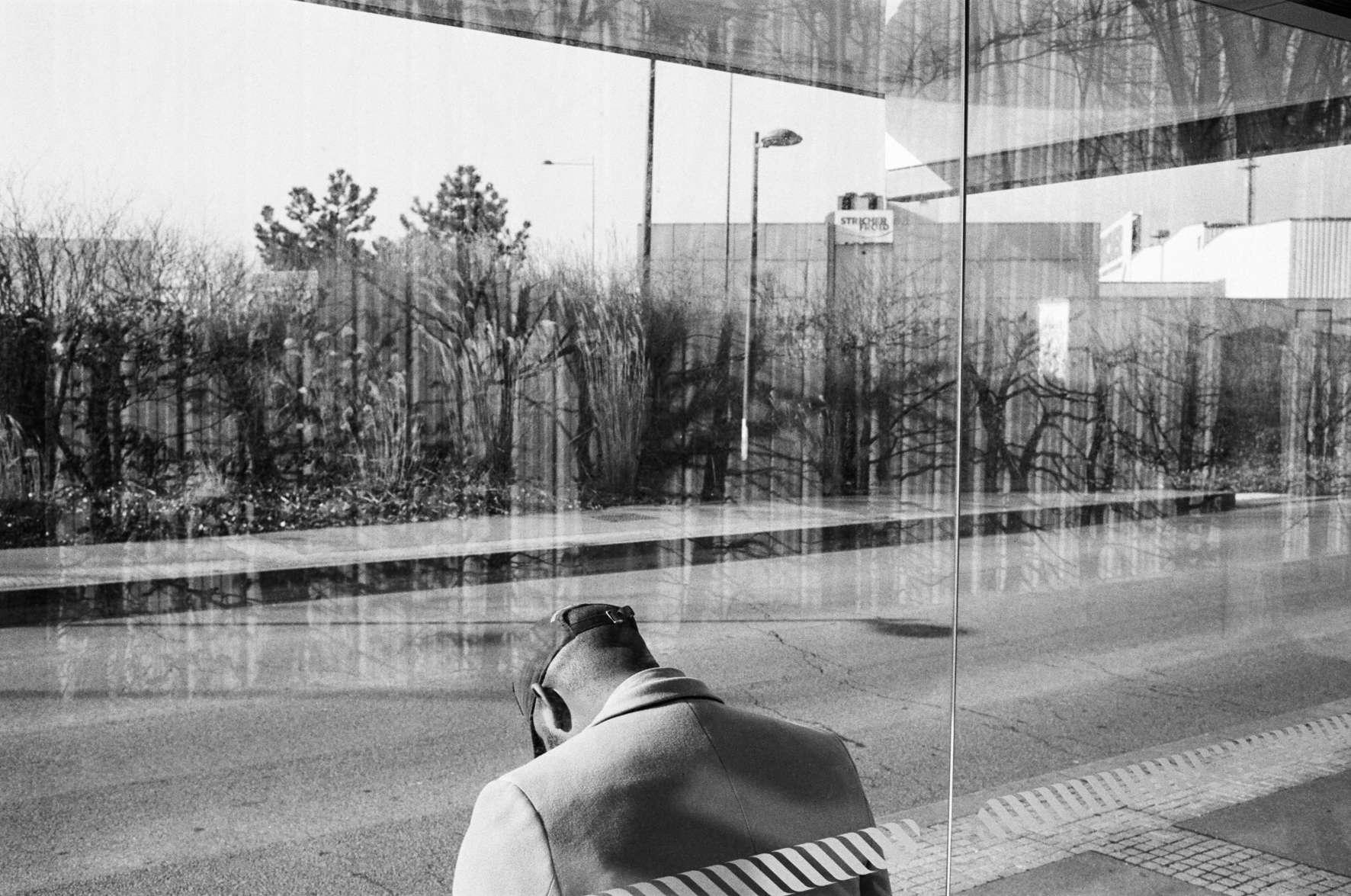 #1. Bertrand Meunier a marché de Montreuil à Fontainebleau (191km).                 «La périurbanité me laisse songeur sur la capacité de l'homme à engendrer son propre univers carcéral. Semi-liberté plutôt, car il faut bien se déplacer dans cette grande confusion ou illlusion: dormir-travailler-loisirs.»