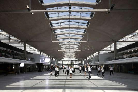Le cœur de la Station F, incubateur géant pour jeunes pousses, installée dans la Halle Freyssinet à Paris.