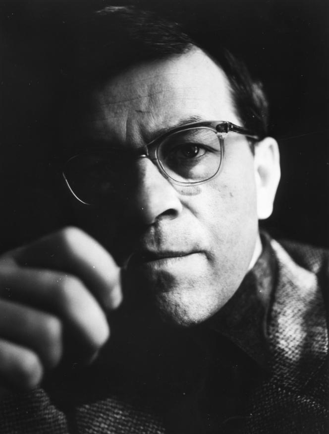 L'écrivain et dramaturge allemand Peter Weiss, vers 1960.