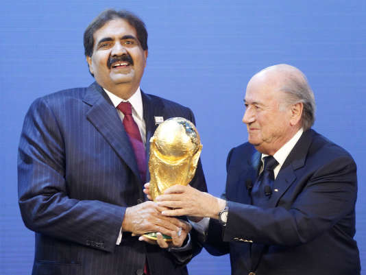 L'émir du Qatar Hamad bin Khalifa Al-Thani avec l'ancien président de la FIFA Joseph Blatter.