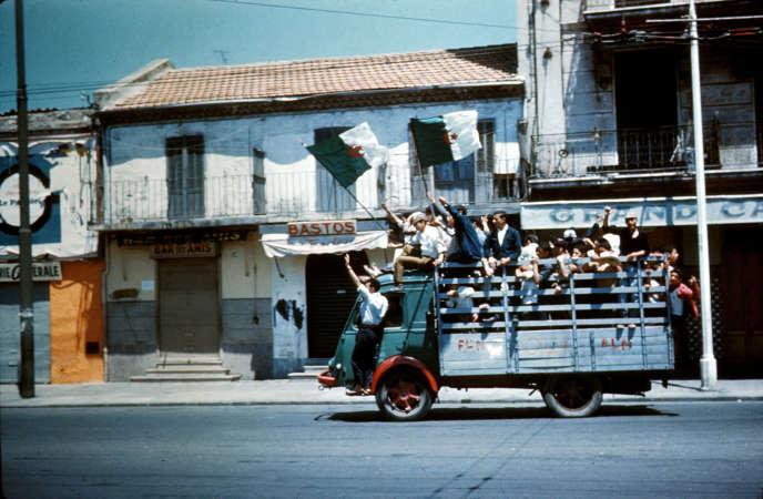 A Alger, le 3 juillet 1962, jour de l'indépendance de l'Algérie.