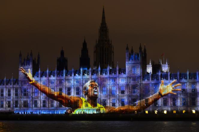 Usain Bolt s'affiche en grand sur les murs du Parlement britannique, le 27 juillet 2012.