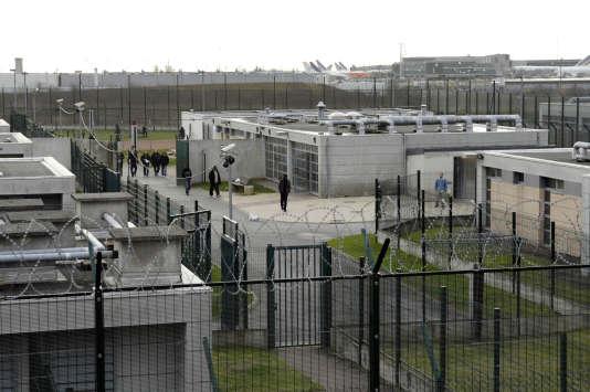 Vue générale du centre de rétention administrative du Mesnil-Amelot au nord de Paris, le19 janvier 2008.