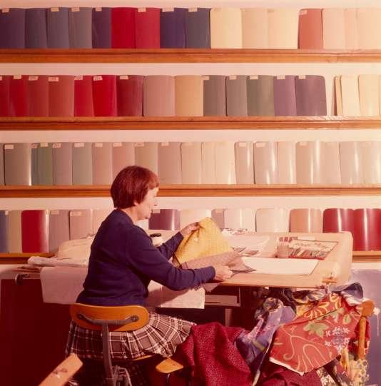 Paule Marrot, au centre de recherches de Rueil de Renault, 1960.