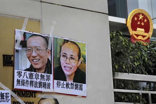 Liu Xiaobo se trouve actuellement dans un hôpital de Shenyang, dans le nord-est de la Chine, tandis que sa femme est de fait en résidence surveillée depuis que son mari a obtenu le Nobel de la paix.