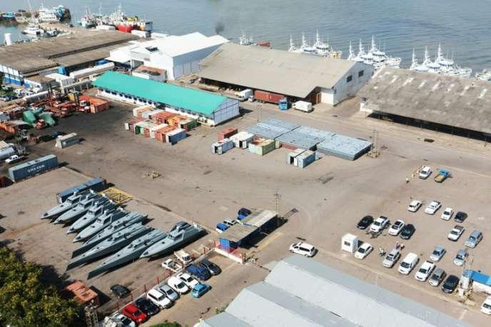 A quai, en avril 2016, dans la capitale mozambicaine, des embarcations de la compagnie Proindicus commandées par Maputo avec des emprunts cachés.