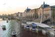 Image en 3D d'une station de SeaBubbles sur la Seine, au niveau du musée d'Orsay.