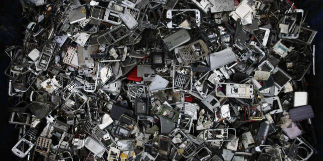 Dans un centre de traitement des déchets électroniques, au Havre.