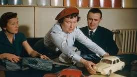Décoratrice et coloriste conseil, Paule Marrot proposait pour chaque teinte de carrosserie des associations de tissus pour l'intérieur.