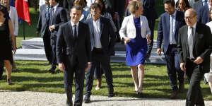 Après la photo officielle du gouvernement, dans les jardins de l'Elysée, le 22 juin.
