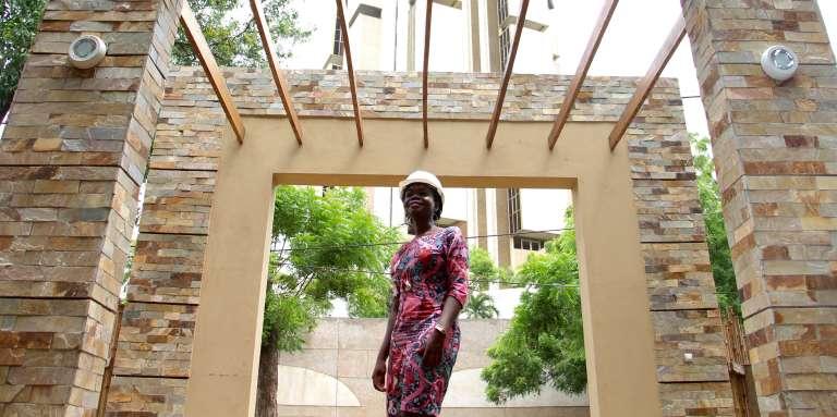 Formée à l'EAMAU, l'architecte Rolande Konou Akpedze y est à son tour devenue enseignante.