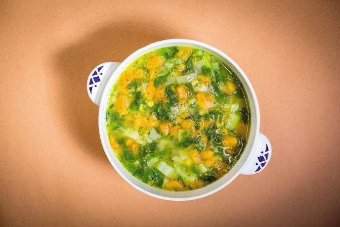 Un potage revigorant, à base de pois chiches, blettes, courge et épices.