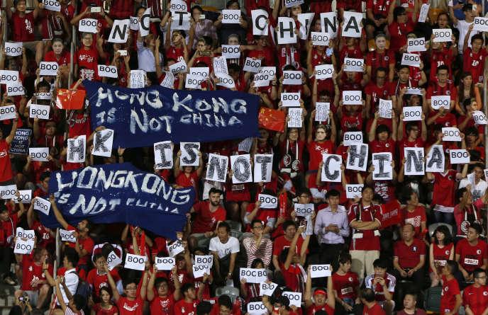 A Hongkong, pendant un match de football, en novembre 2015.