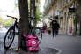 Un vélo portant le logo de la start-up de livraison de repas Foodora, filiale de l'allemande Delivery Hero, à Paris, le 6 avril.