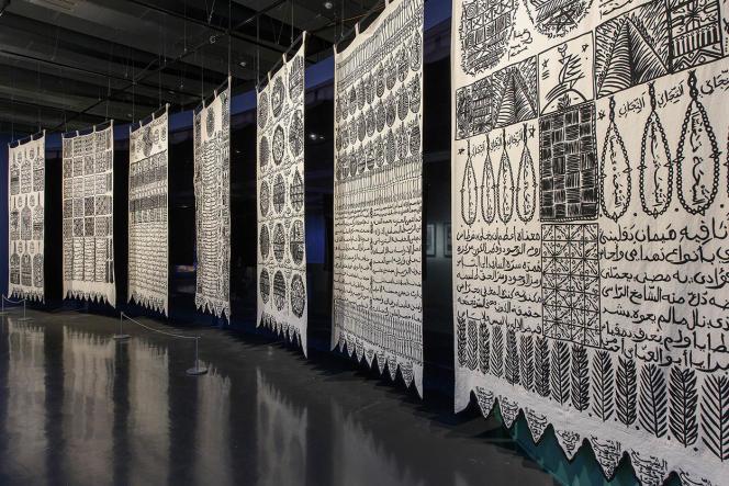 Les bannières de coton égyptien calligraphiées parRachid Koraïchi.