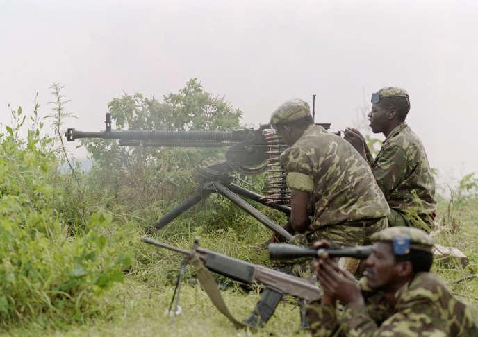 Des soldats de l'armée régulière rwandaise en 1994.