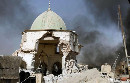 «Le service du contre-terrorisme (CTS) contrôle la mosquée Al-Nouri et (le minaret) Al-Hadba», a fait savoir le commandement des opérations conjointes dans un communiqué.