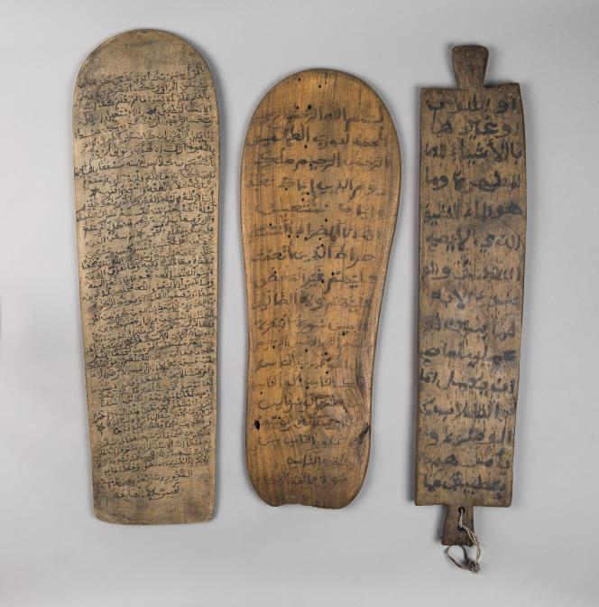 Tablettes coraniques du XXe siècle, encre sur bois.