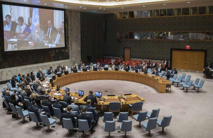 L'émissaire de l'ONU Staffan de Mistura s'entretient lors d'une vidéoconférence avec les membres duConseil de sécurité de l'ONU, le 27 juin 2017.