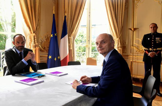 Le premier ministre, Edouard Philippe (à gauche), avec le président de la Cour des comptes, Didier Migaud, à Paris, le 29 juin 2017.