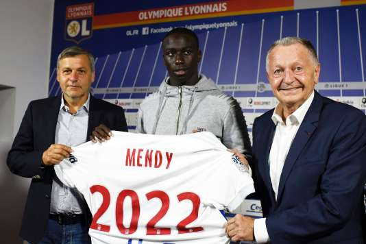 Ferland Mendy pris en étau entre Jean-Michel Aulas et Bruno Genesio.