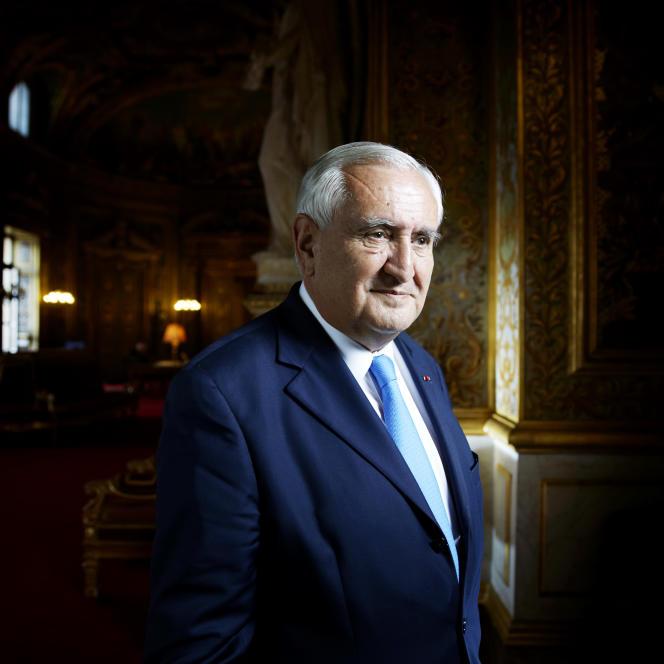 Jean-Pierre Raffarin, né le 3 août 1948 à Poitiers, est un homme d'État français.