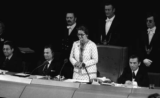 Simone Veil ouvre la première cession du Parlement européen à Strasbourg, le 17 juilllet 1979.