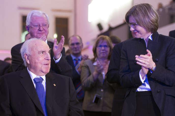 L'ancien chancelier allemand Helmut Kohl et son épouse, Maike Kohl-Richter, àDresde, en 2014.