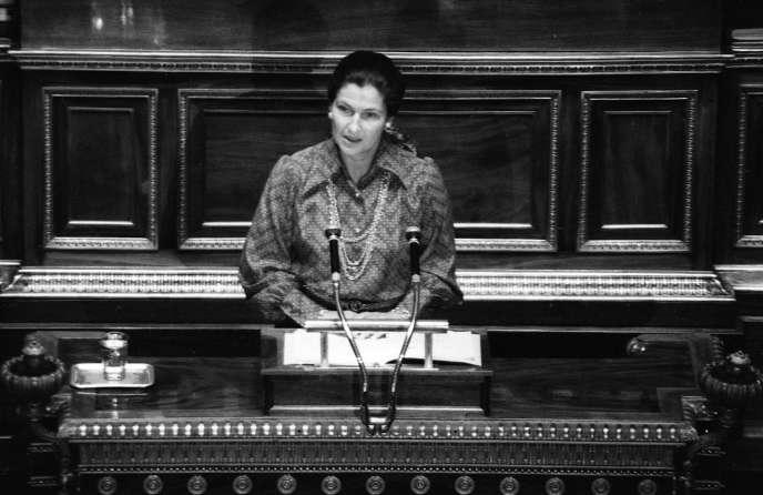 Le 13 décembre 1974, la ministre de la santé Simonde Veil défend devant l'Assemblée nationale son projet de loi sur l'avortement.