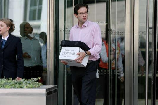 A Canary Wharf, à Londres, le siège européen de la banque américaine Lehman Brothers, des salariés sont priés de vider leur bureau, le 15 septembre 2008.