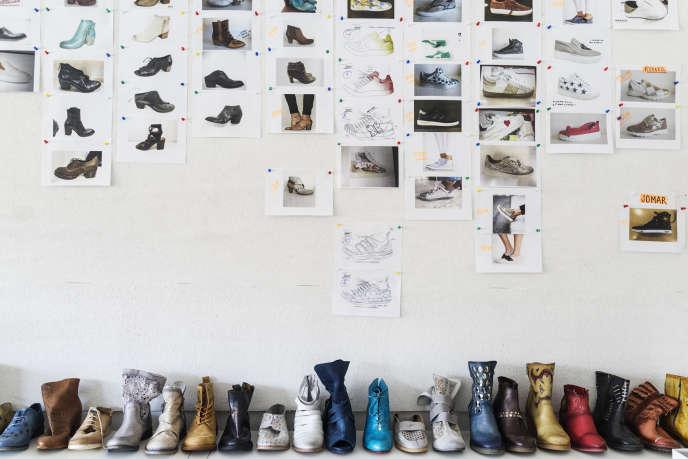 Dans un atelier de création de la marque Felmini, à Felgueiras, dans le nord du Portugal, en juin.