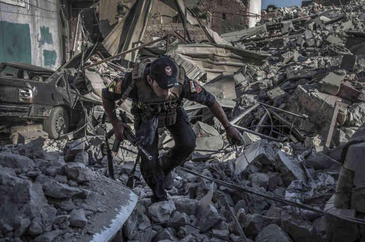Un commando des forces spéciales commence à entrer dans le territoire encore contrôlé par l'organisation Etat Islamique en direction de la mosquée Al-Nouri.
