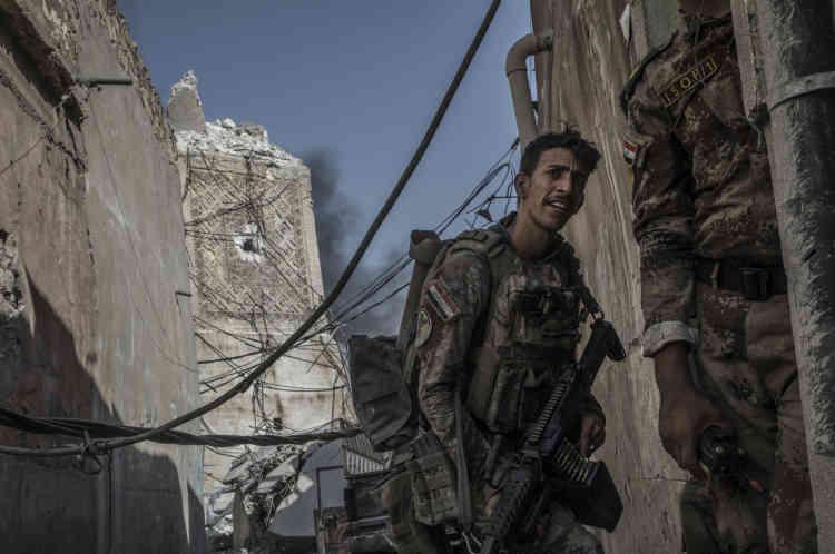 Un commando des forces spéciales irakiennes devant les ruines de la mosquée Al-Nouri. C'est là qu'Abou Bakr Al-Baghdadi, le dirigeant de l'organisation Etat islamique, prononça son unique discours filmé, quelques jours après la proclamation du«califat», en 2014.