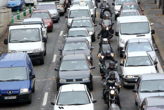 A Paris, les véhicules munis de vignettes Crit'Air 5 ne seront plus autorisés à rouler en semaine entre 8 h et 20 h.